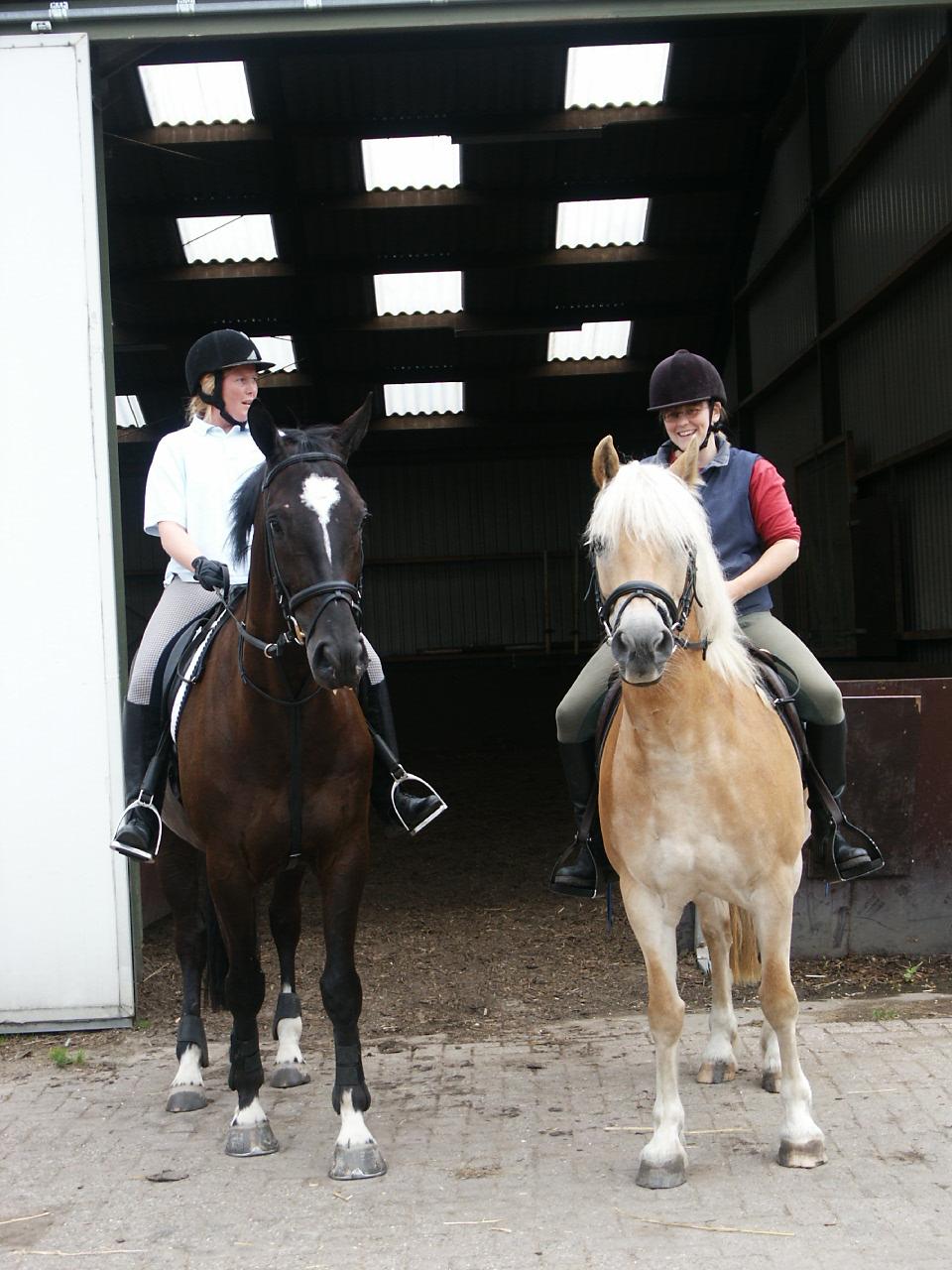 Leentje en Upiro klaar voor de rit